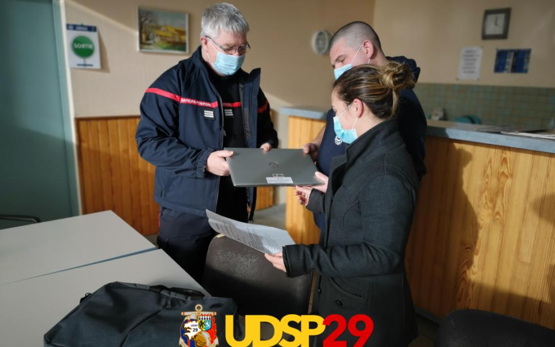 Remise d'ordinateur portable pour la section de JSP de Saint Pol de Léon